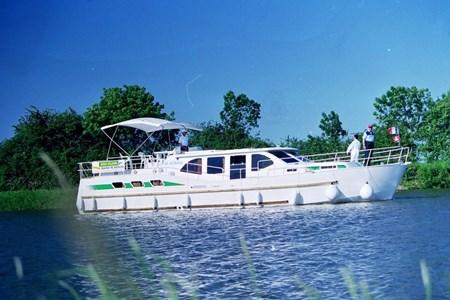 America 50 turismo paseos Francia vacaciones barco lancha a motor chalana gamarra