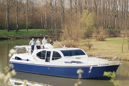 America 50 Excellence rental of licence-free barges on rivers and canals of France