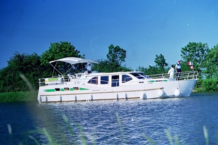 America 50 SP rental of licence-free barges on rivers and canals of France