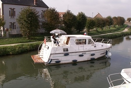 Aurore 33 rental of licence-free barges on rivers and canals of France