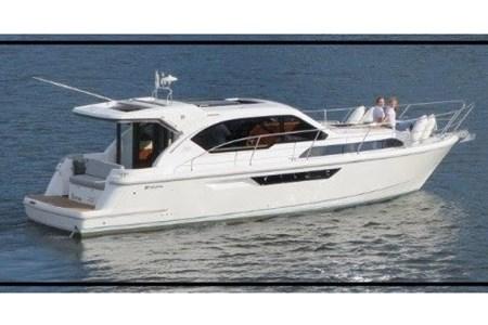 Broom 35 Coupé croisiere location bateau habitable navigation vacance peniche penichette