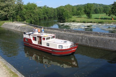 Burgundy 1200 rental of licence-free barges on rivers and canals of France