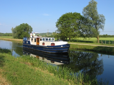Burgundy 1500 rental of licence-free barges on rivers and canals of France
