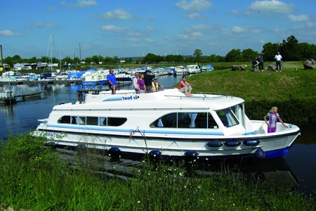Calypso tourism stroll france holiday boat launch barging small barge