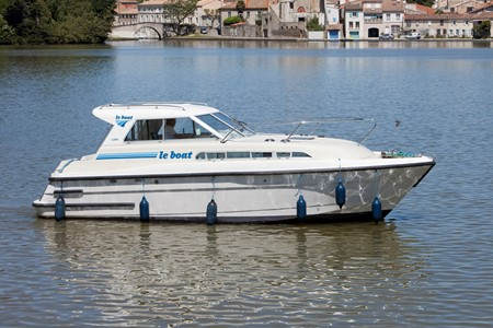 Capri rental of licence-free barges on rivers and canals of France