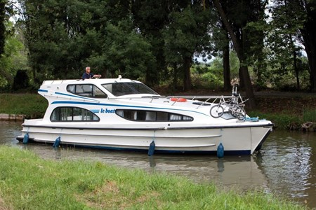 Caprice rental of licence-free barges on rivers and canals of France