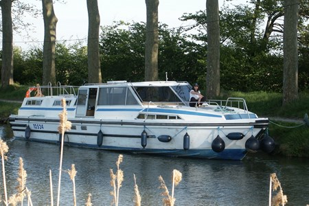 Challenger 1380 F rental of licence-free barges on rivers and canals of France
