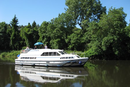 Classique Star tourism stroll france holiday boat launch barging small barge