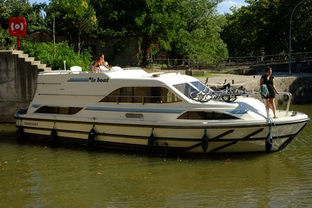 Clipper tourism stroll france holiday boat launch barging small barge