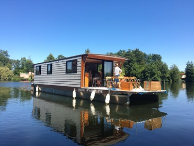 Coche d'eau solaire alquiler de barcos habitables sin permiso en ríos y canales de Europa