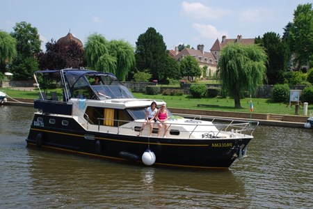 Consonant rental of licence-free barges on rivers and canals of France