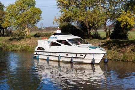 Consul rental of licence-free barges on rivers and canals of France