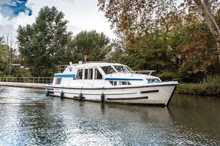 Corvette A rental of licence-free barges on rivers and canals of France