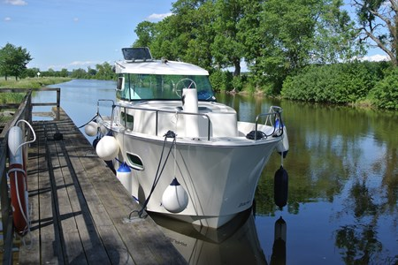 Delphia 800/1 rental of licence-free barges on rivers and canals of France
