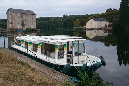 Eau Claire 1130 AN rental of licence-free barges on rivers and canals of France