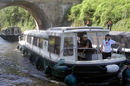 Eau Claire 1400 NF rental of licence-free barges on rivers and canals of France