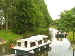 Eau claire 930 F rental of licence-free barges on rivers and canals of France