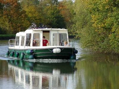 Eau Claire 930 NF rental of licence-free barges on rivers and canals of France