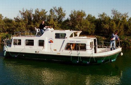 Eau vive Turismo spensierato Francia vacanze battello motoscafi fluviali barconi chiatte