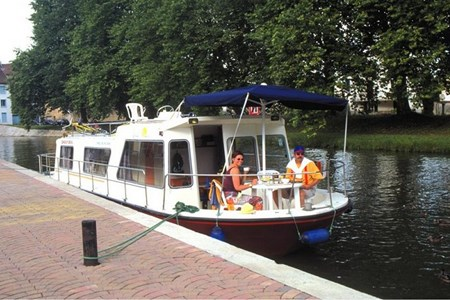 Espade 1150 Fly C rental of licence-free barges on rivers and canals of France