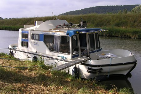 Espade 850 Fly rental of licence-free barges on rivers and canals of France