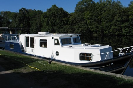 Euroclassic 135 rental of licence-free barges on rivers and canals of France