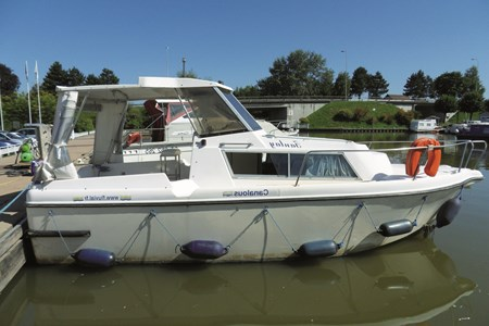 Fred 700 turismo paseos Francia vacaciones barco lancha a motor chalana gamarra