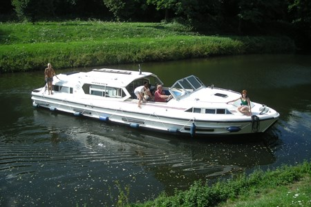 Grand Cardinal rental of licence-free barges on rivers and canals of France