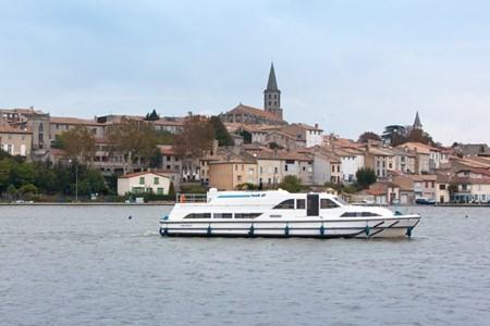 Grand Classique tourism stroll france holiday boat launch barging small barge