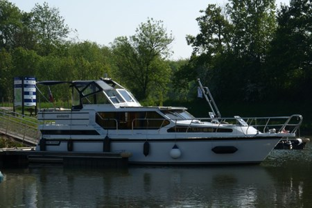 Gruno 38 Elite rental of licence-free barges on rivers and canals of France