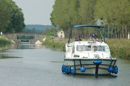 Haines 34 SP rental of licence-free barges on rivers and canals of France