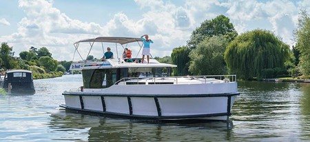 Horizon 4 rental of licence-free barges on rivers and canals of France