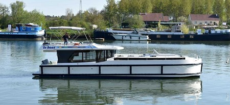 Horizon 5 tourism stroll france holiday boat launch barging small barge