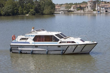 Lake Star rental of licence-free barges on rivers and canals of France
