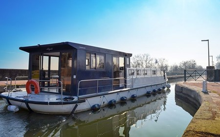 La Péniche P rental of licence-free barges on rivers and canals of France