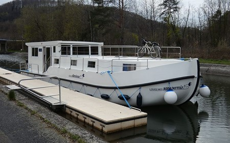 La Péniche S rental of licence-free barges on rivers and canals of France