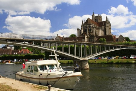 Linssen 29.9 Sedan rental of licence-free barges on rivers and canals of France
