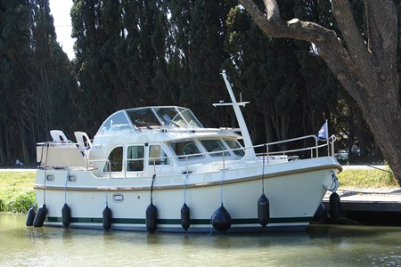 Linssen 30.9 AC rental of licence-free barges on rivers and canals of France