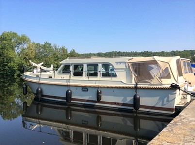 Linssen 33.9 Sedan rental of licence-free barges on rivers and canals of France