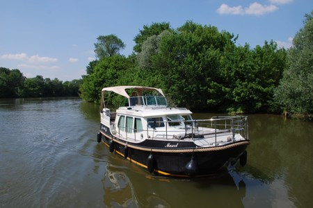 Linssen Sturdy 320 AC SP rental of licence-free barges on rivers and canals of France