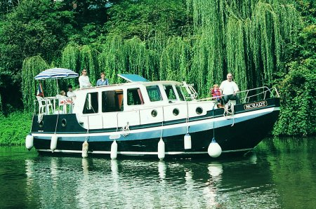 Linssen vlet 1030 rental of licence-free barges on rivers and canals of France