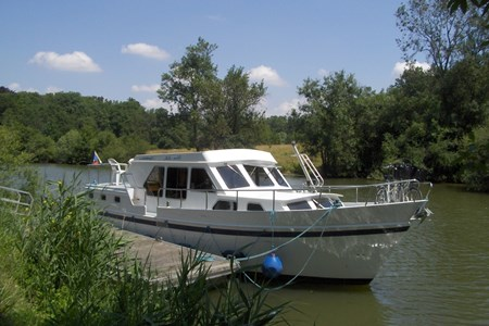 Linssen yacht 36 rental of licence-free barges on rivers and canals of France