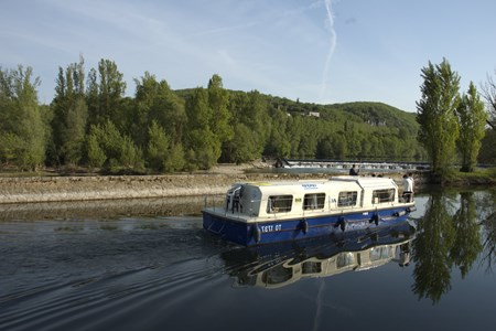 Marina 1120 rental of licence-free barges on rivers and canals of France