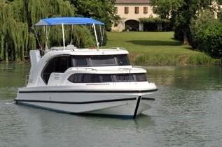 Minuetto h turismo paseos Francia vacaciones barco lancha a motor chalana gamarra