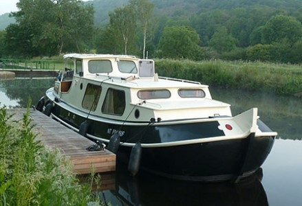 Motortjalk Classique rental of licence-free barges on rivers and canals of France