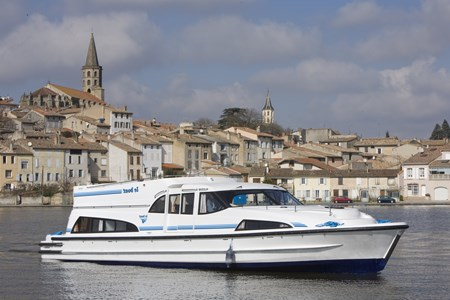 Mystique tourism stroll france holiday boat launch barging small barge