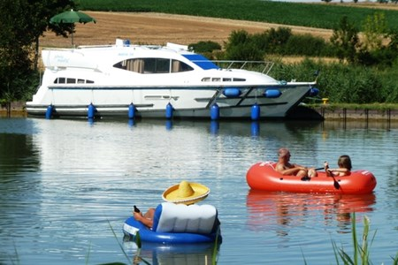 Navig 34 rental of licence-free barges on rivers and canals of France