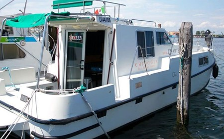 New Concorde 890 Fly Suite rental of licence-free barges on rivers and canals of France