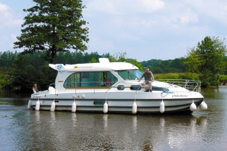 Nicols 1000 F rental of licence-free barges on rivers and canals of France