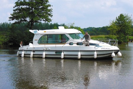 Nicols 1010 rental of licence-free barges on rivers and canals of France